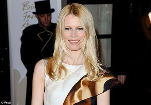 Claudia Schiffer fête la mode aux British Fashion Awards
