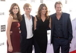 Fashion LA Awards : tapis rouge en famille pour Cindy Crawford