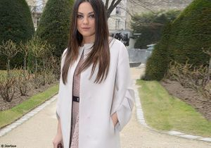 Mila Kunis, égérie de charme au premier rang des défilés parisiens