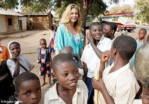 [VIDEO] Doutzen Kroes : un top qui se bat pour l'Afrique