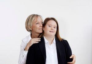 « Au début, les amis éclatent en sanglots dans vos bras » : le témoignage bouleversant de Sophie Cluzel sur sa fille trisomique