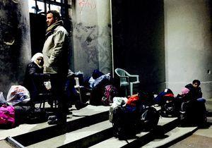 A Leros, rencontre entre des réfugiés et des volontaires du monde entier