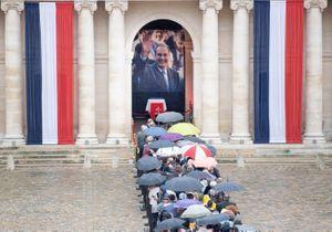 PHOTOS - Jacques Chirac : l'émotion des Français venus rendre hommage à l'ancien président