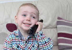 A 2 ans, ce Britannique a sauvé sa mère en alertant les secours