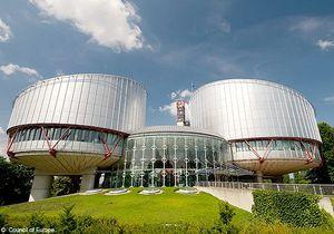 Adoption : un couple homosexuel porte plainte pour discrimination