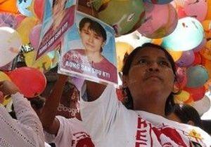 Aung San Suu Kyi est libre (actualisation régulière)