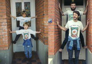 Avant-après : deux frères refont leurs photos d'enfance