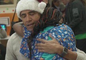 Barack Obama en Père Noël : sa visite inoubliable à des enfants