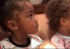 Ces petites filles « allaitent » leur poupée : la vidéo qui fait scandale