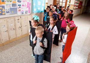 Des couvertures pare-balles pour les écoliers américains : l'invention qui fâche