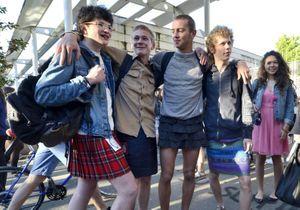 Des lycéens en jupe contre le sexisme