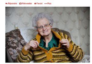 Elle porte le même pull depuis 54 ans: Twitter s'amuse