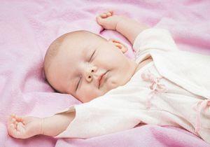 Faut-il reconnaitre les enfants nés de la GPA ? Le Défenseur des droits répond oui