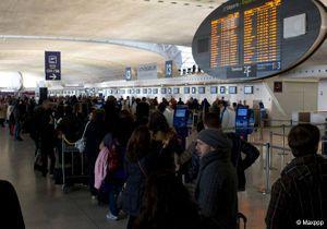 Grève dans les aéroports : les premiers policiers déployés