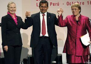 Hillary Clinton et Michelle Bachelet défendent les femmes