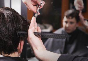 Il appelle la police pour une coupe de cheveux ratée