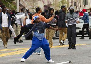 Il danse sur du Michael Jackson pendant les émeutes de Baltimore
