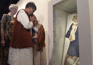 L'émotion de Malala devant son uniforme ensanglanté