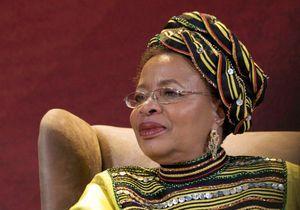 La femme de Nelson Mandela se dit « moins anxieuse »