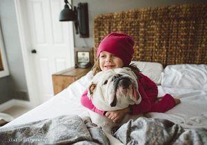Les adorables photos d'une fillette avec son bulldog