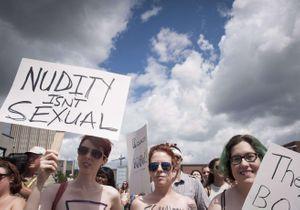 Les Canadiennes manifestent pour pouvoir se promener seins nus