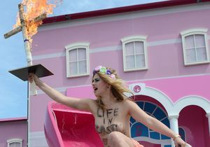 Les féministes en croisade contre la maison de Barbie