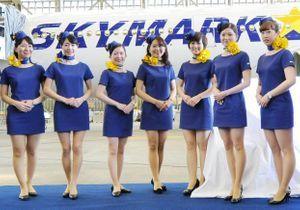 Les hôtesses de Skymark obligées de porter des mini-robes