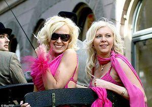 Lettonie : un défilé de blondes pour lutter contre la crise