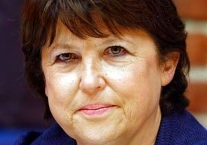 Martine Aubry : sur le divan rouge