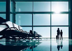 On lui demande de quitter l'avion si elle ne se couvre pas : on croit rêver !