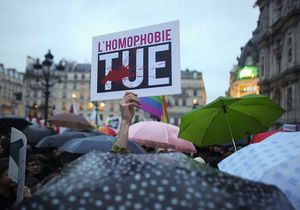 Paris : 5 000 personnes manifestent contre l'homophobie