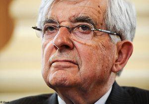Pour Chevènement, Hollande doit s'affirmer comme un homme d'Etat