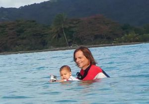 #PrêtàLiker : un bébé de neuf mois surfe pour la première fois
