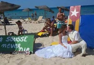 #Prêtàliker : un couple britannique se marie sur la plage de Sousse en Tunisie