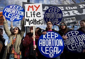 #ShoutYourAbortion : le hashtag qui défend l'avortement