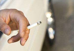 Un élu veut interdire la cigarette en voiture