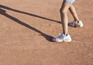 Un entraîneur de tennis reconnaît avoir violé une de ses élèves