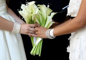 Un mariage homosexuel symbolique célébré à Lille