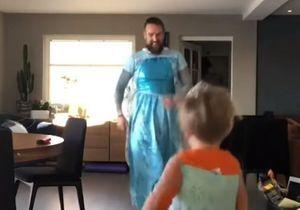 Un père et son fils se déguisent en la « Reine des neiges » et attendrissent les internautes