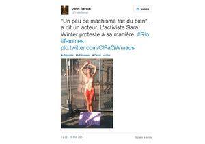 Une Brésilienne s'enchaîne nue pour lutter contre le machisme