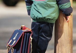 Une enseignante laisse un élève de 6 ans seul sur le trottoir
