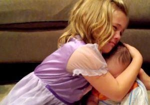 Une fillette traumatisée à l'idée que son frère grandisse fait le buzz