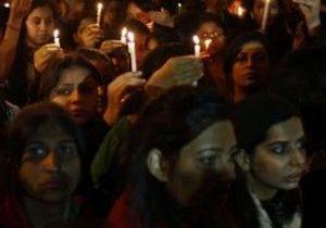 Viol en Inde : le petit ami de la victime accable la police