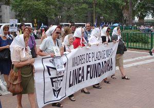 Vols de bébés: l'Argentine juge pour la première fois des médecins