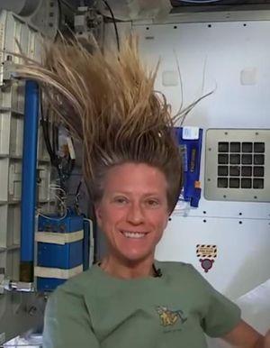 Voici comment les spationautes se lavent les cheveux dans l'espace