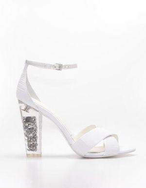 Stella Luna lance sa première ligne de chaussures de mariée