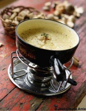 sp cial fondues recettes de cuisine sp cial fondues elle table. Black Bedroom Furniture Sets. Home Design Ideas