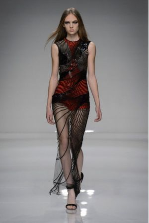 Défilé Atelier Versace Haute couture printemps ete 2016 Paris