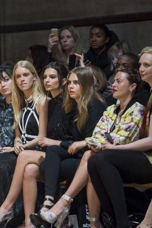 Cara Delevingne, reine des premiers rangs de la Fashion Week de Londres