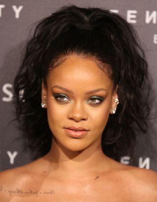 Rihanna, Julia Roberts, Ashley Graham… Les célébrités raffolent de cette crème bio à moins de 10 €